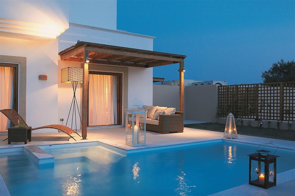 Řecko, Rhodos, Lardos, Hotel Lindian Village, River Passage - suita s privátním bazénem.jpg